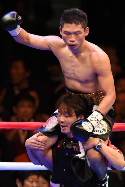 El japonés Takashi Miura defendió con éxito el título pluma del CMB ante...