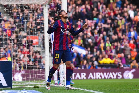 El brasileño Neymar abrió el marcador con un gran remate al minuto 17 de...