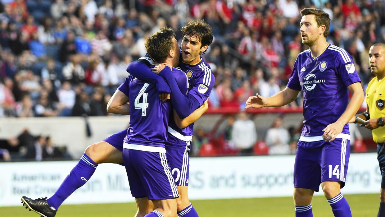 Kaká y Sean St. Ledger celebran gol de Orlando City