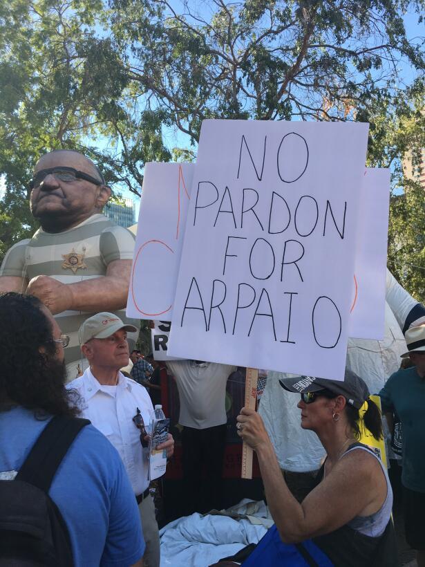 Entre saludos y protestas: la visita de Donald Trump a Arizona (FOTOS) I...