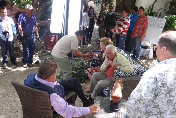 Todos cuidaban cada detalle que requiriera Doña Cuquita, mientras los se...