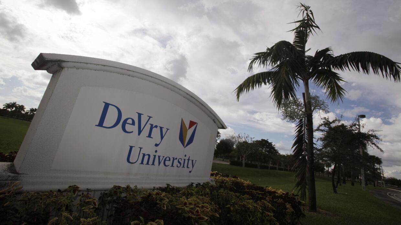 DeVry University tiene más de 42,000 estudiantes en más de 55 campus en...