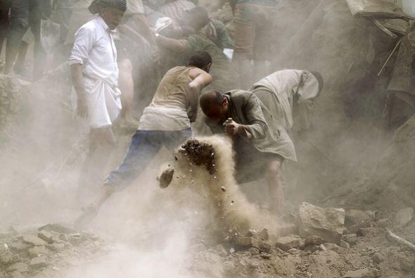 Hasah al Shamsi, testigo del suceso, agregó que los escombros de las tre...
