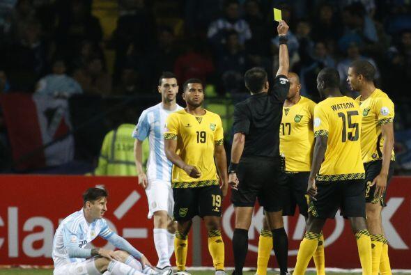 Las entradas a Messi le costaron a Jamaica tres cartulinas preventivas.