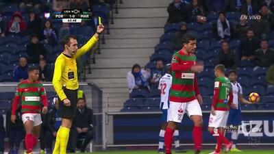 Tarjeta amarilla. El árbitro amonesta a Gevorg Ghazaryan de Marítimo