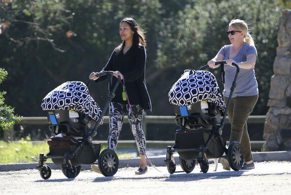 La latina de 36 años llevó a sus gemelos y hasta al perro a pasear a un...