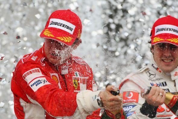 Y durante la temporada, Alonso tuvo que ver como celebraban más los de F...