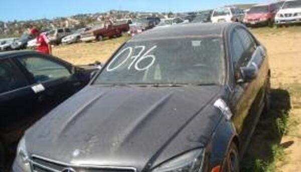 Coche robado de un concesionario en Los Ángeles en 2010 y recuperado cin...
