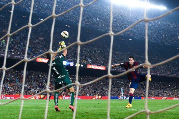 Messi necesitaba dos goles para alcanzar a Zarra como máximo anot...
