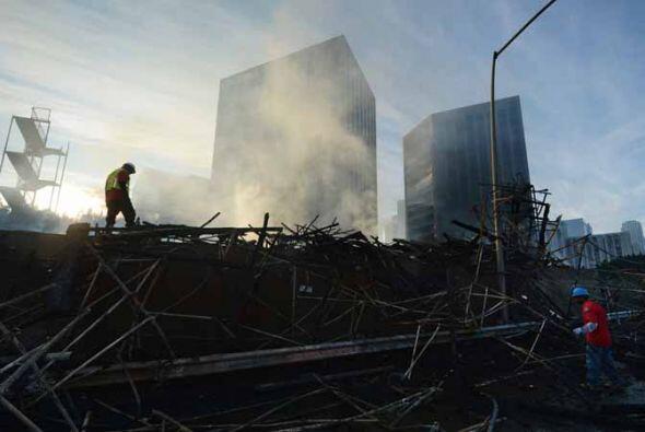 La zona del incendio en el Downtown LA luce como verdadera zona de comba...