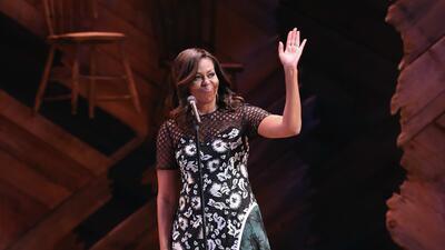 Los vestidos con los que Michelle Obama les habló a las niñas de todo el mundo
