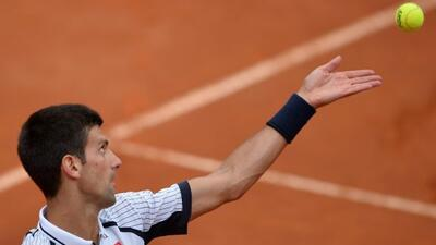 'Nole' se repone de su lesión y avanza en Roma.
