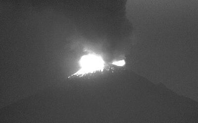 Cierran aeropuerto de Puebla por erupción de volcán Popocatépetl