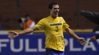 Mientras los juveniles brasileños vencieron por la mínima diferencia a l...