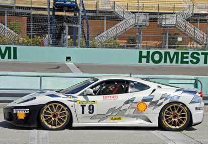 Las carreras con los Ferrari F430 cuentan con aproximadamente 20 autos e...