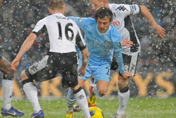Manchester City goleó al Fulham 3 a 0 bajo la nieve.