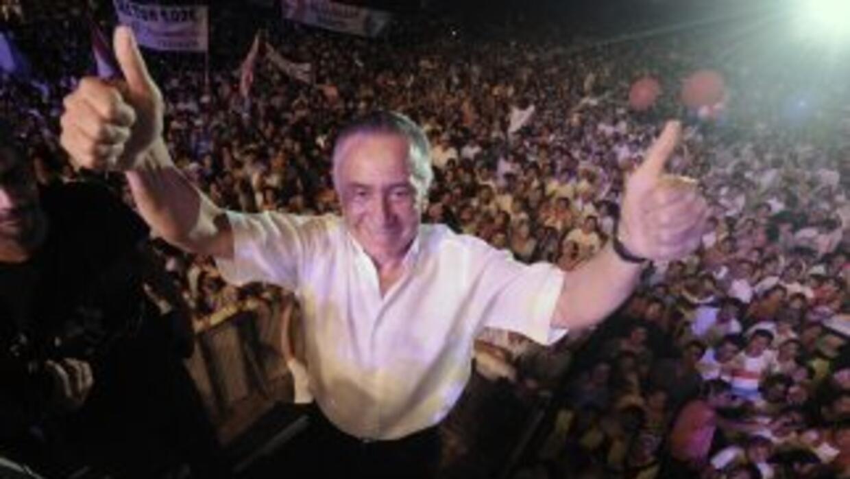 El general retirado y candidato presidencial paraguayo, Lino Oviedo, fal...