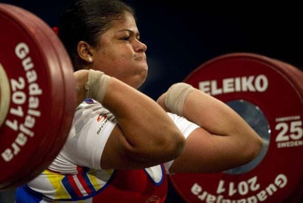 La pesista venezolana Yaniuska Espinoza levantó 141 kilogramos en...