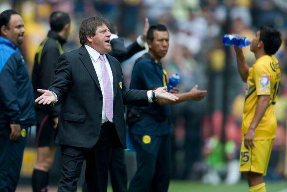 Miguel Herrera es de los entrenadores que más enfrentamientos tuvo con e...