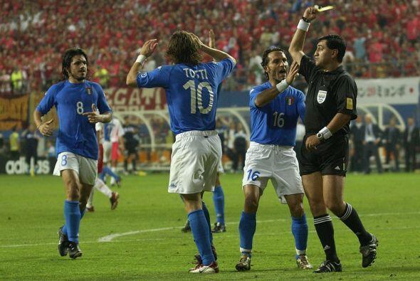 Cuando dirigió aquel juego Moreno ganó notoriedad por su arbitraje polém...