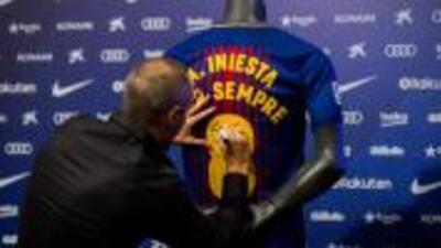 Iniesta renovó con Barcelona