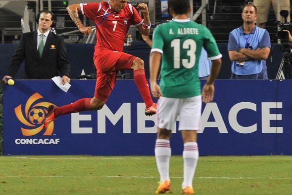 Blas Pérez puso número en el marcador al minuto 13. Aprovechó de errores...