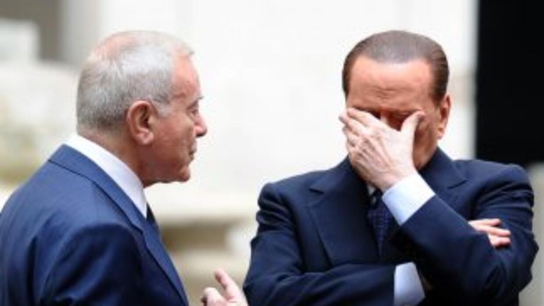 El primer ministro italiano anunció su decisión tras reunirse con el pre...