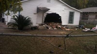 Camioneta estrellada en casa en Houston