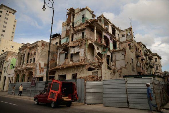 Llevan a cabo proyectos de demolición y restauración a lo...