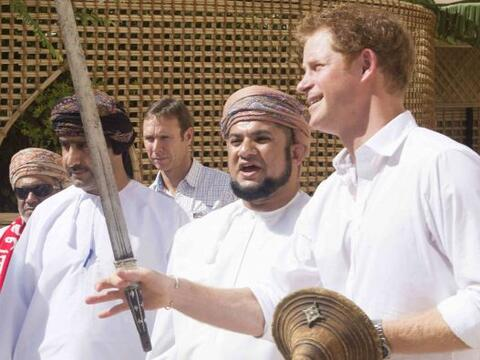 El príncipe Harry es un hombre bastante activo que se la pasa de...
