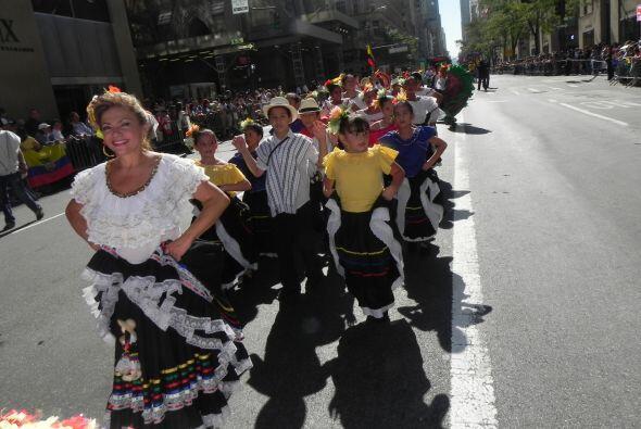 Los niños en el desfile de la Hispanidad 8269db2624ce4227afd366e3843d97b...