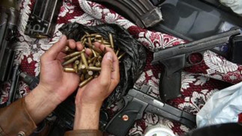 Entre las armas entregadas destacan los revólveres, rifles y escopetas.
