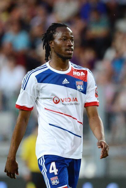 Sigue el defensor de Burkina Faso y del Lyon, Bakary Koné, quien...