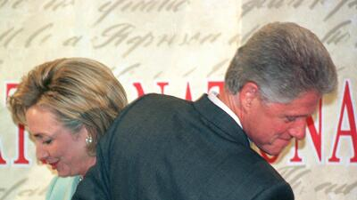 Los fantasmas de la infidelidad y la impopularidad separan a los Clinton en las elecciones de noviembre