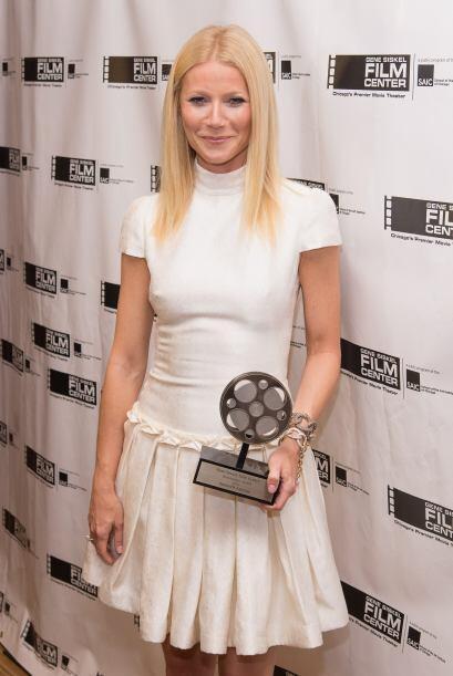 O como Gwyneth Paltrow que resalta aún más su tono de piel con este bell...
