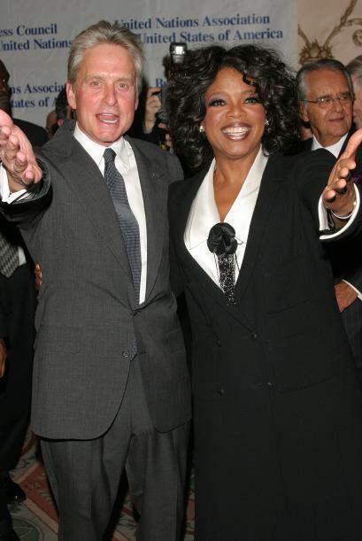 Junto a Michael Douglas en septiembre de 2004.  Mira aquí los vid...
