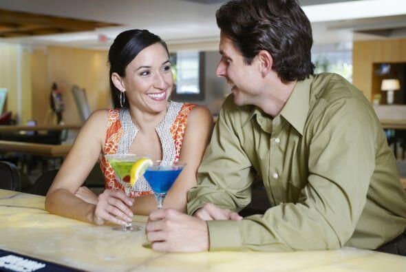 Brinda con tu pareja o con tus amigos por el amor. ¡Salud!  Con estas re...