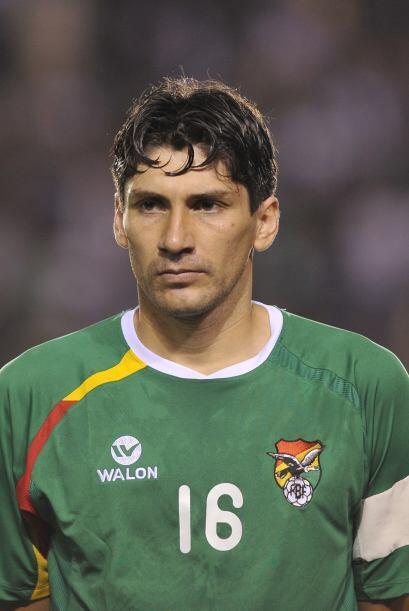 Ronald Raldes, veterano defensa central del club argentino Colón, es cap...