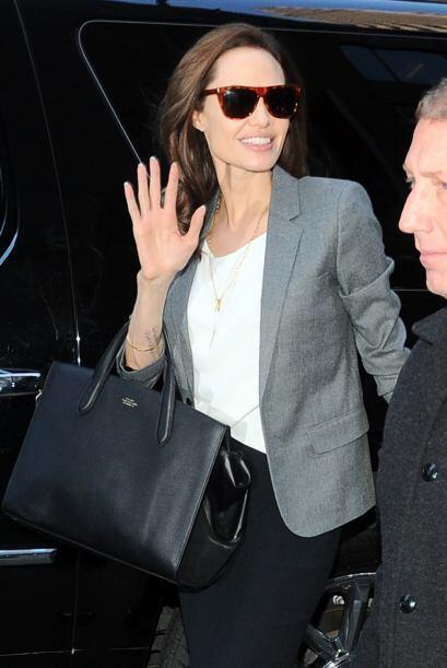 De esta manera la captamos en Nueva York. Jolie se mostró muy ama...