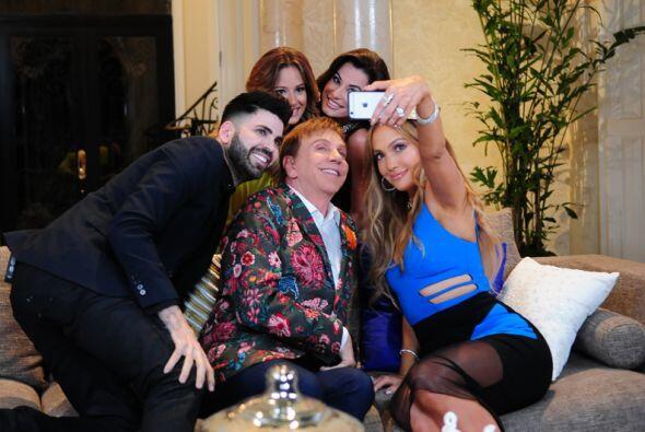 Y esta selfie sin duda alguna tuvo que haber sido idea de nuestro querid...