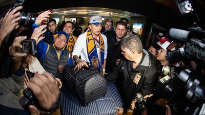 En fotos: así fue la recepción a Carlos Salcedo en Monterrey para unirse a Tigres UANL