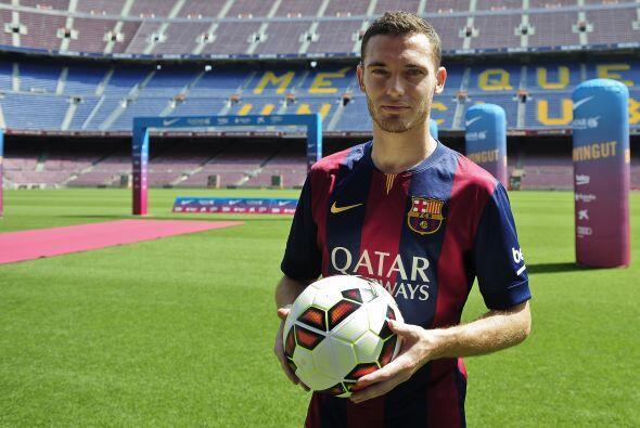 Otro jugador del Barcelona aparece en la defensa, el central belga Thoma...