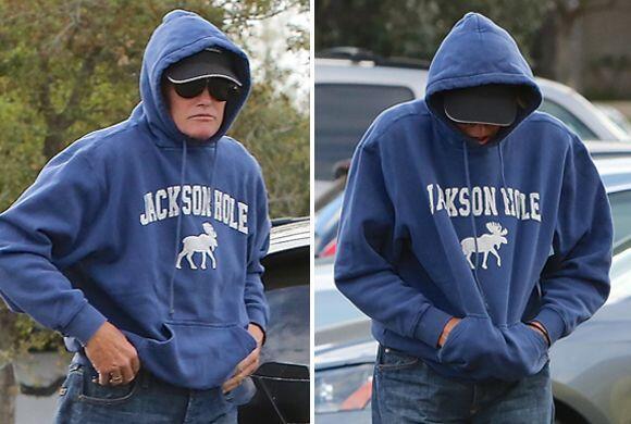 ¡Bruce Jenner oculta su rostro de las cámaras!