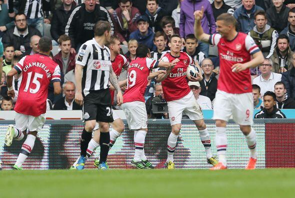 El central del Arsenal convirtió el único tanto para el triunfo ante el...