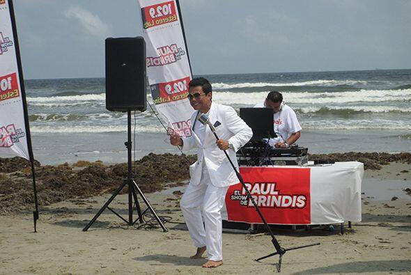 ¡Playa, sol, arena... ! ¿A qué les recuerda esta imagen? Escucha El Show...