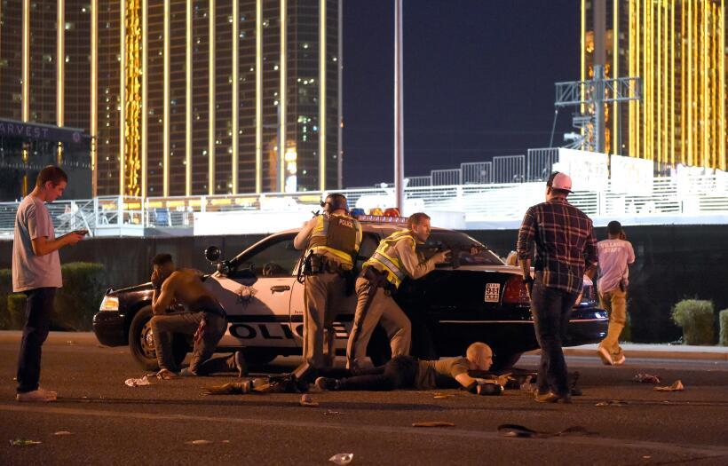 58 cruces en honor a los asesinados en Las Vegas llegan desde Chicago ve...