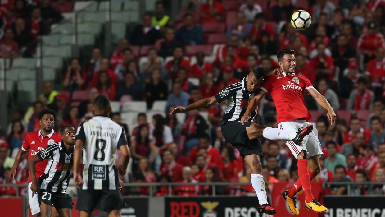 Benfica se impuso 2-1 al Portimonense.