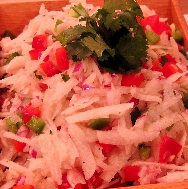 ENSALADA DE JICAMA - Pimiento rojo, pimiento verde, cebolla roja, cilant...