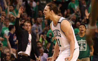 Isaiah Thomas y Kelly Olynyk llevan a los Celtics a la FInal del Este.