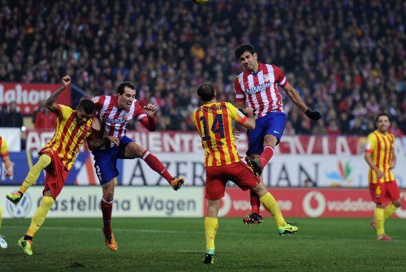 Las primeras ocasiones llegaron por parte del Atlético de Madrid.